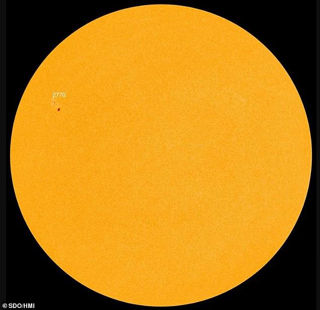 Астроном-любитель заметил солнечное пятно размером с Марс
