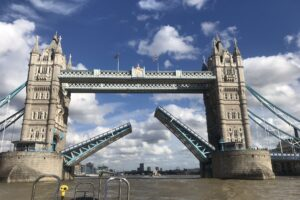В Лондоне сломался знаменитый Тауэрский мост