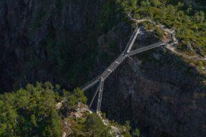 В Норвегии открыли мост через ущелье с видом на водопад Верингсфоссен