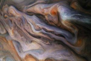 В облаках Юпитера бьют экзотические молнии