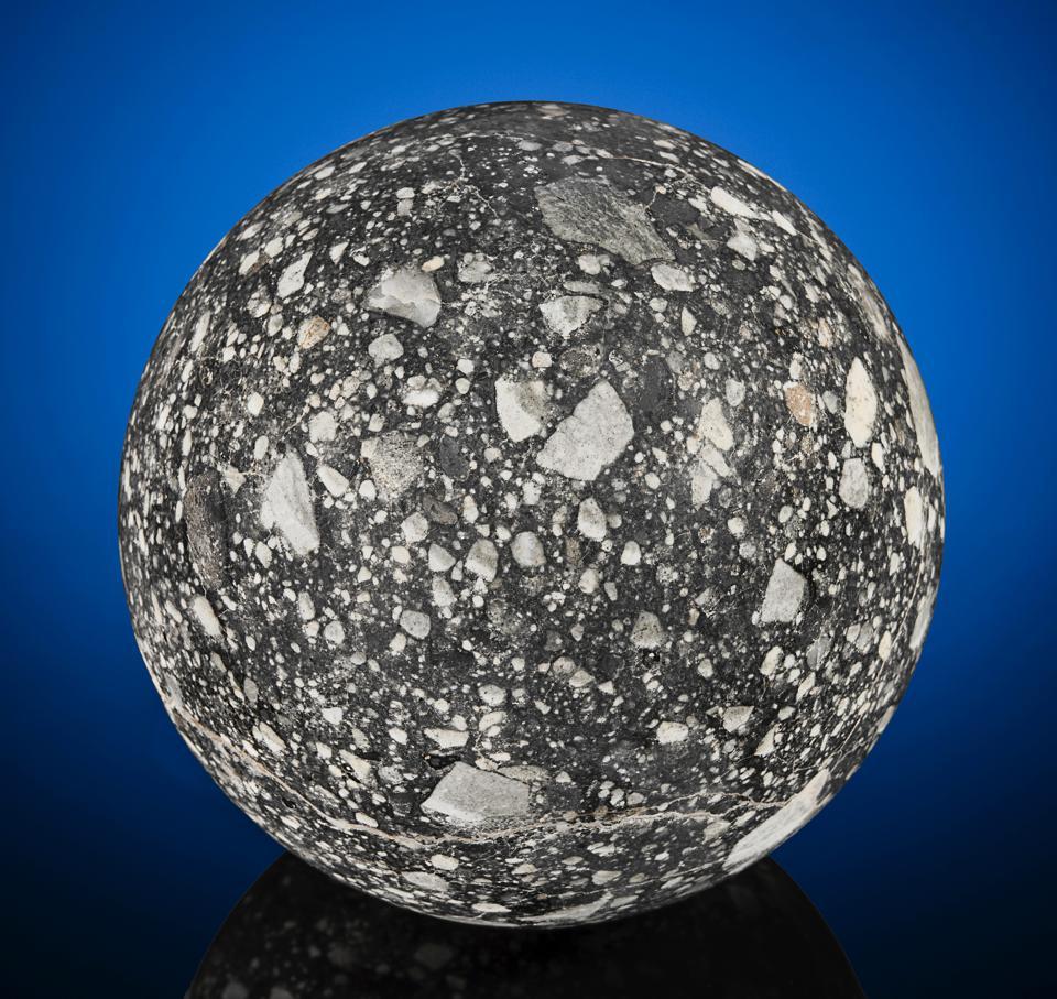 На аукционе продадут уникальный осколок Луны