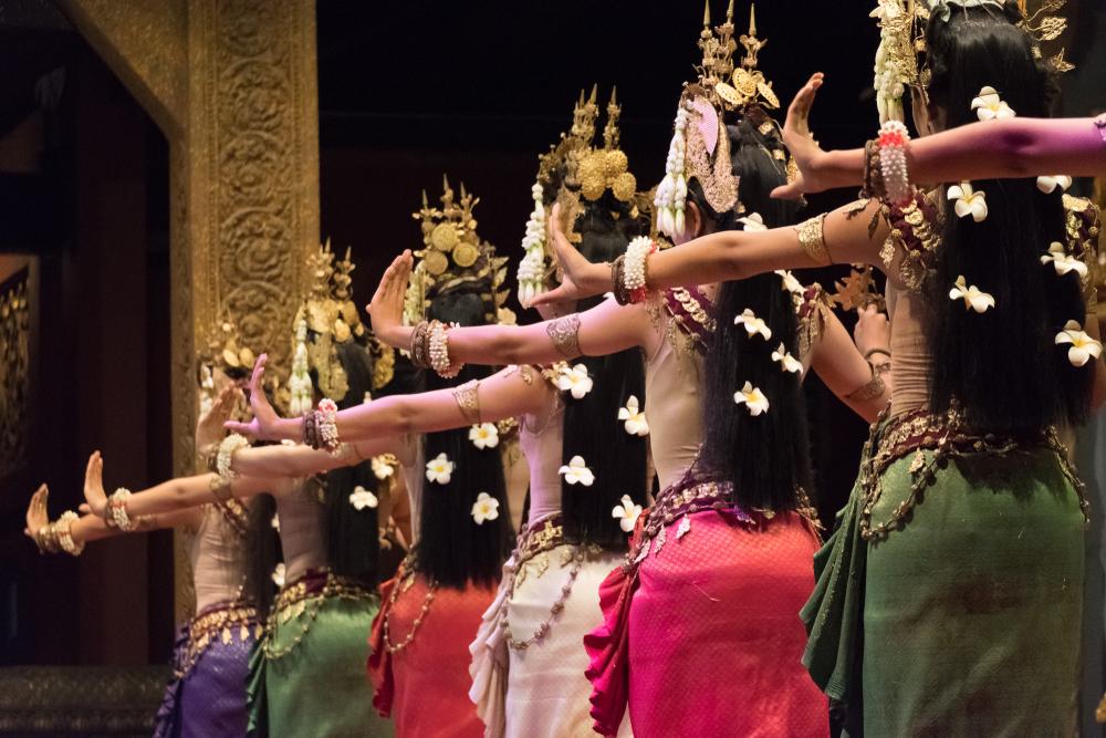 В Камбодже запретят мини-юбки и громкие разговоры