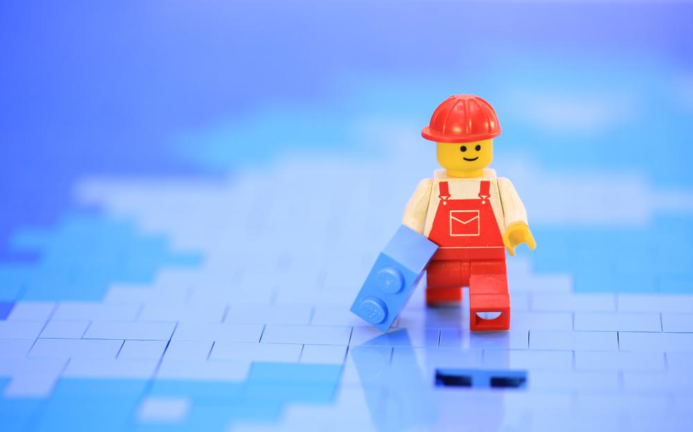Мальчик нашел в носу давно потерянную деталь Lego.Вокруг Света. Украина