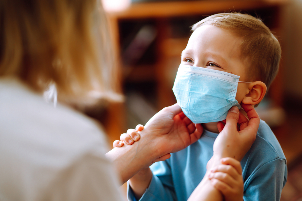 Нужны ли детям защитные маски: рекомендации ВОЗ