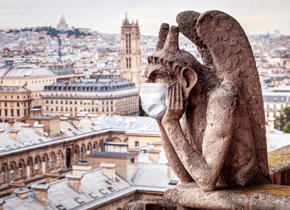 В Париже и Ницце маски стали обязательными на улицах