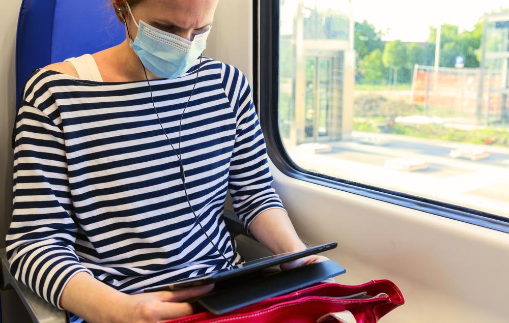 Вирусологи рассчитали риск заразиться COVID-19 в поезде