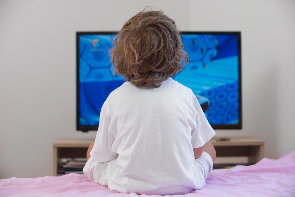 Почему маленькие дети любят смотреть телевизор.Вокруг Света. Украина