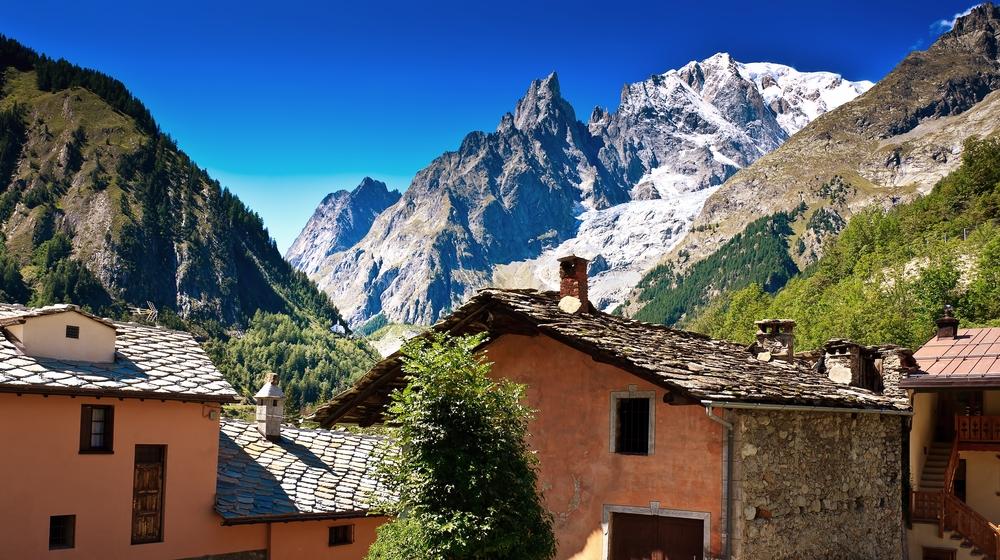 В Италии эвакуируют курорт из-за угрозы обвала ледника на Монблане