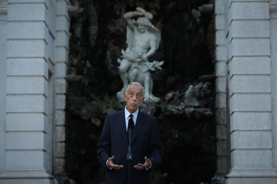 Президент Португалии спас двух женщин в океане