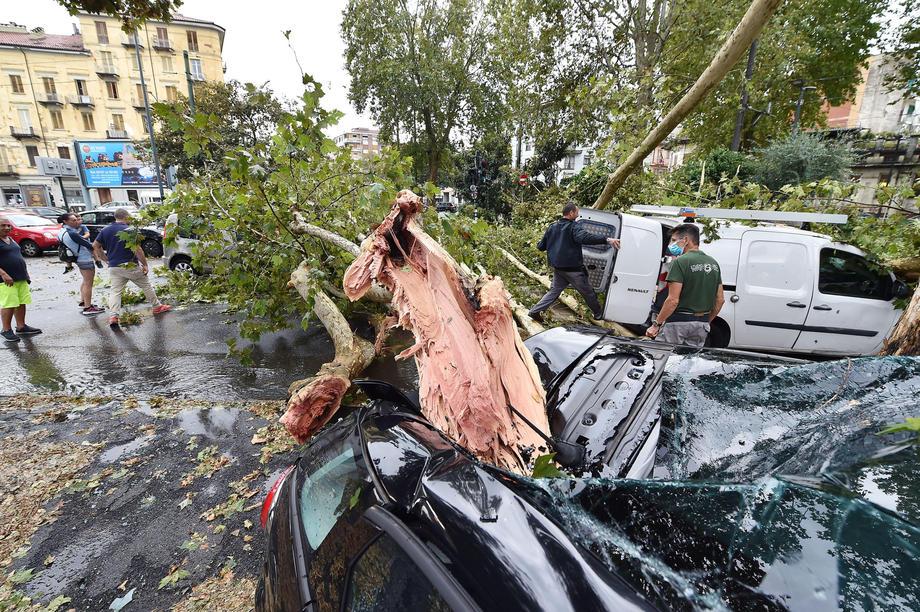 Италия пострадала от торнадо, града и наводнения.Вокруг Света. Украина
