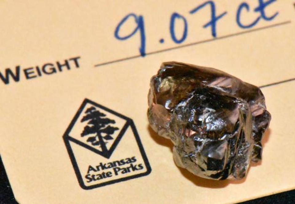 Житель Арканзаса нашел в парке алмаз весом в 9 карат.Вокруг Света. Украина