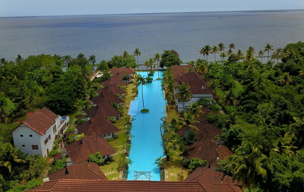 Простаивающий роскошный отель открыл в бассейне рыбную ферму