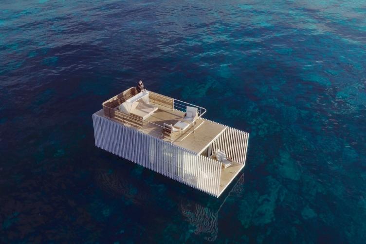 У берегов Испании появился плавучий отель с одним номером