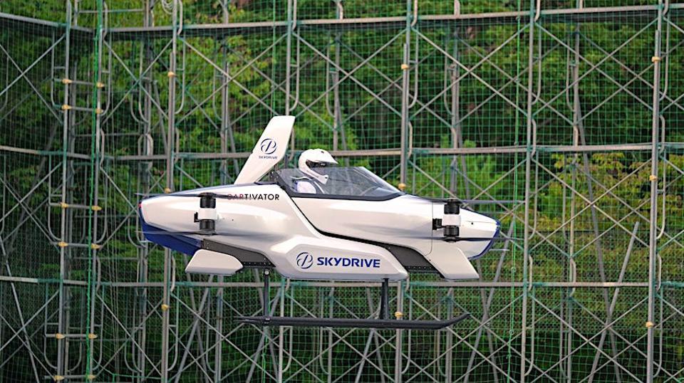 В Японии испытали летающий автомобиль с пилотом на борту.Вокруг Света. Украина