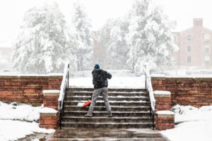 Рекордно ранее похолодание: в США выпало 43 сантиметра снега