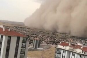 Анкара пережила пылевую бурю