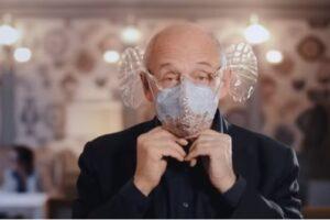 Дирижер придумал маску для музыки
