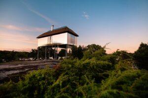 В шведском заповеднике можно арендовать виллу для наблюдения за дикими животными