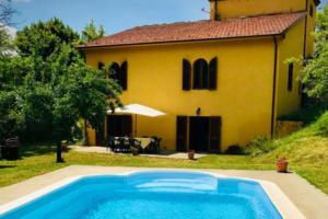 Пара разыгрывает дом в Тоскане в лотерею. Цена билета - 32 доллара