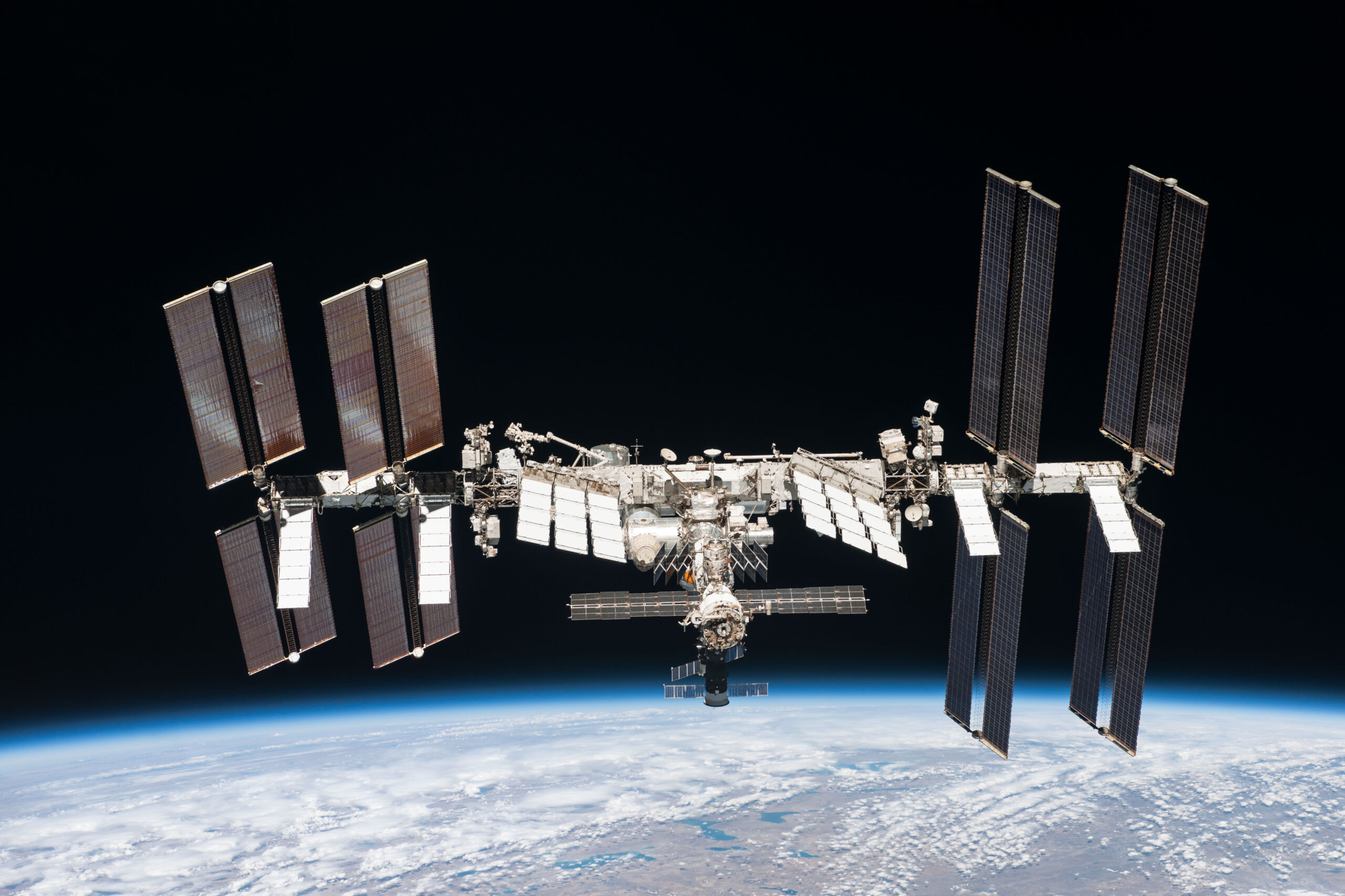 Утечка воздуха на МКС происходит в главном российском модуле