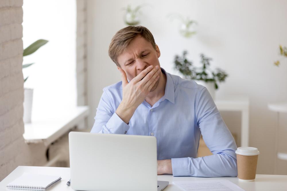 Сколько часов сна люди теряют из-за работы.Вокруг Света. Украина