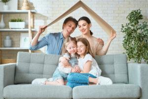 Друзья или семья: психологи рассказали, с кем лучше