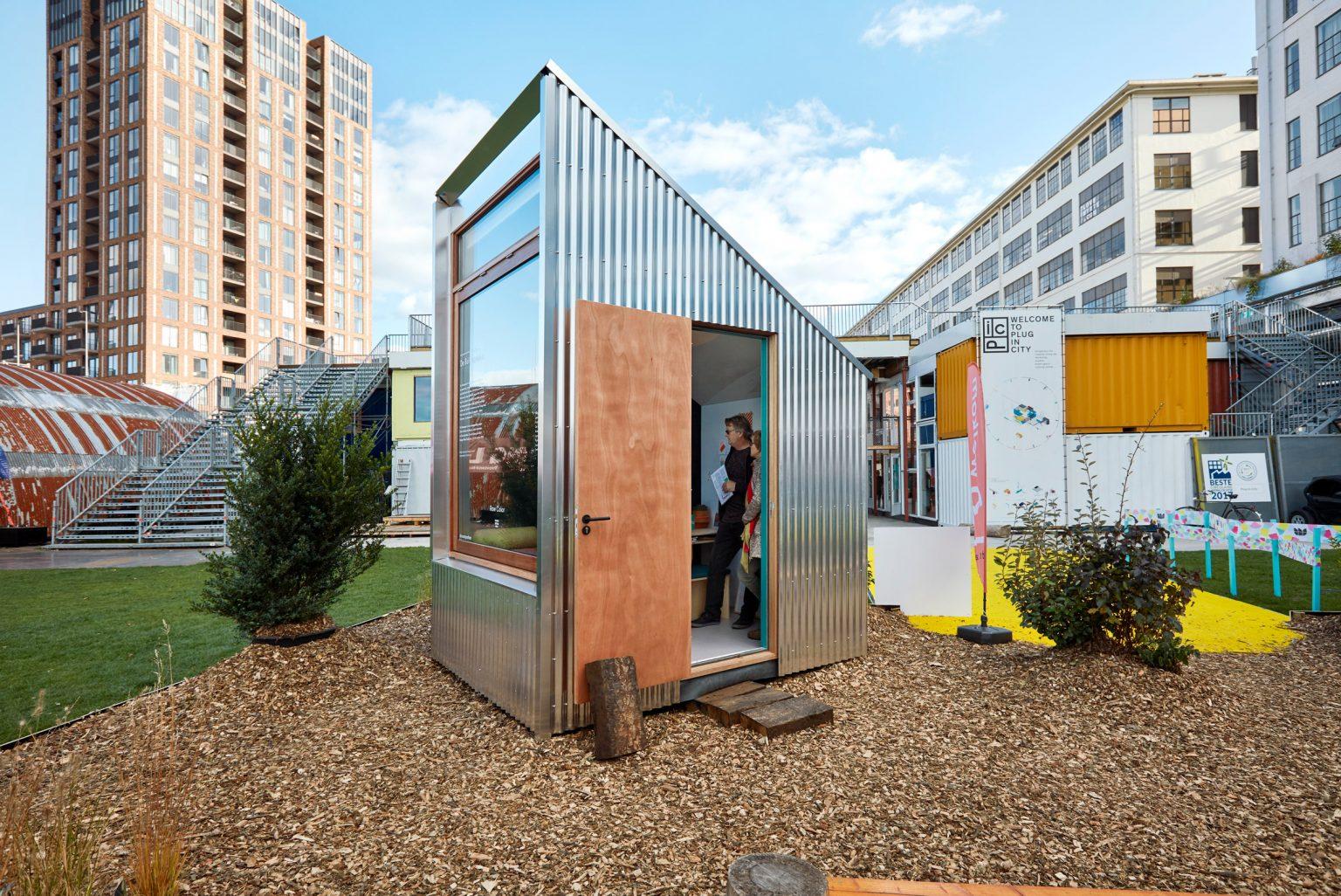 В парках Нидерландов установили одноместные офисы