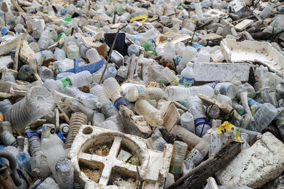 Шри-Ланка вернет опасные отходы Великобритании