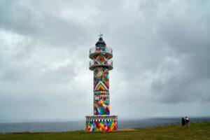 В Испании художник скандально разрисовал вековой маяк