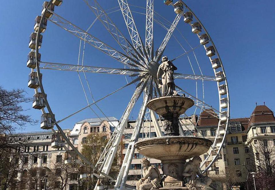 В Будапеште мишленовский ресторан устроил обед на чертовом колесе