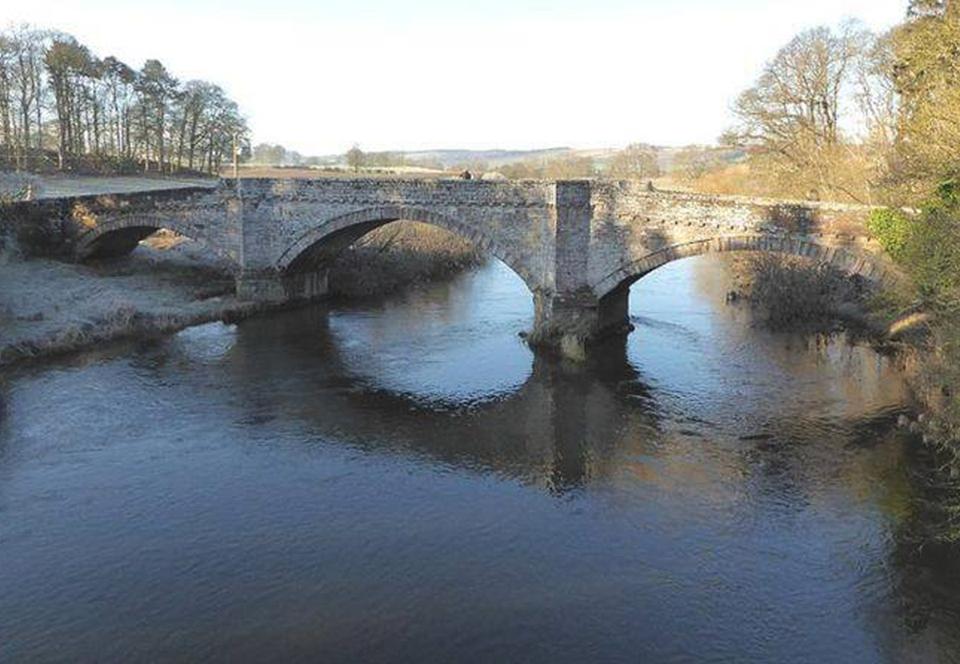Археологи Шотландии заново открыли королевский мост XIV века