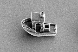 Физики создали самую маленькую в мире лодку