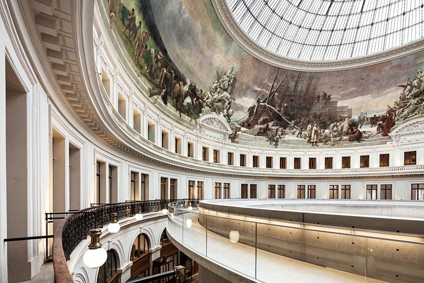 В бывшем здании парижской фондовой биржи откроется музей исскуств