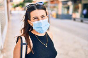Женщины ведут себя ответственнее мужчин в условиях пандемии: исследование