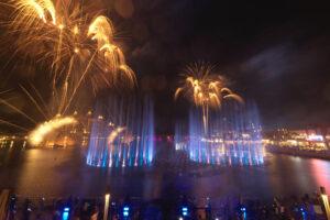 В Дубае заработал самый большой в мире фонтан