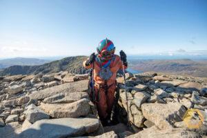 Бывший вратарь в водолазном костюме покорил вершины Британии