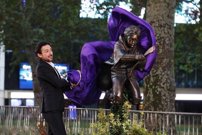 В Лондоне установили первый памятник Гарри Поттеру