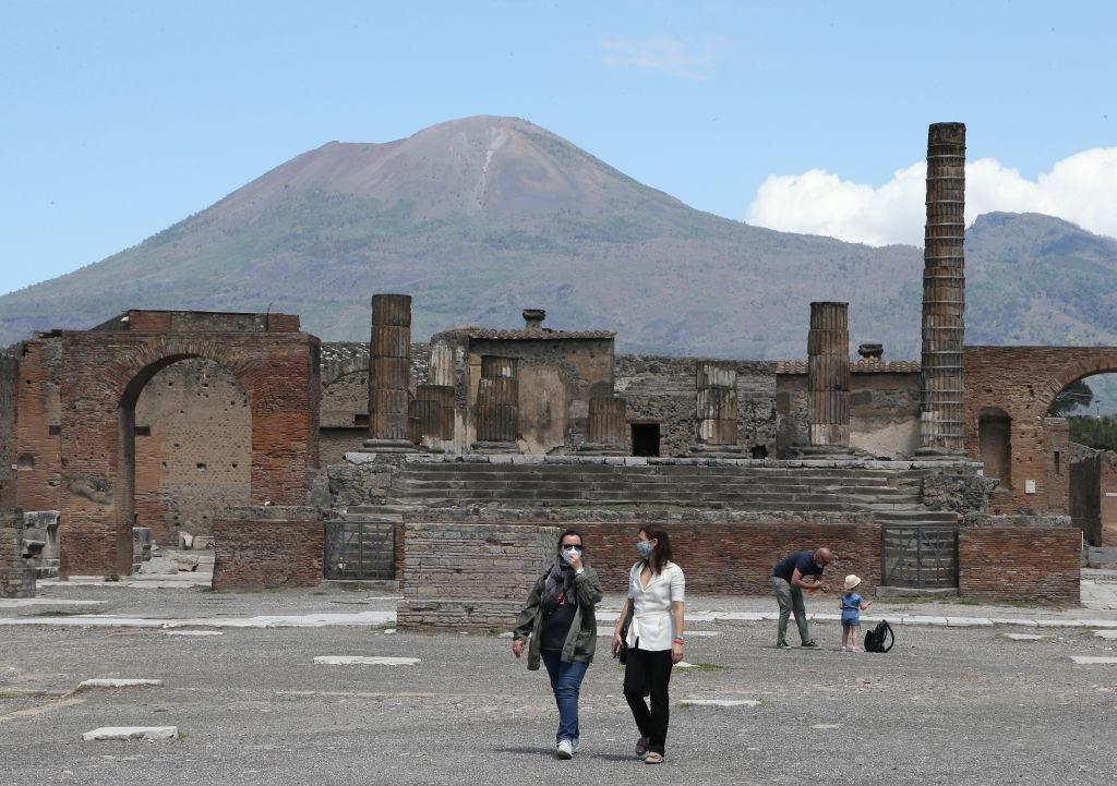 Туристка вернула украденные из Помпеев артефакты, потому что они приносили ей неудачу