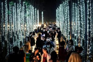В Ухане прошел многотысячный парад к Хэллоуину