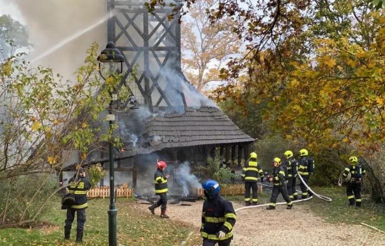 В Праге сгорела средневековая церковь, привезенная по частям из Украины