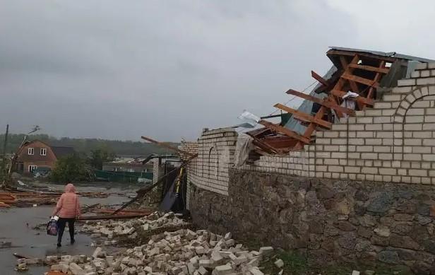 В Кропивницком ураган разрушил около 200 домов за полчаса