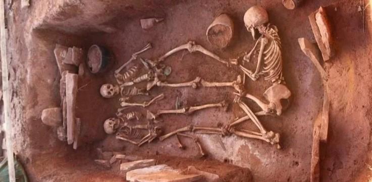 В Сибири нашли могилу женщины-воина с мужем, младенцем и няней.Вокруг Света. Украина