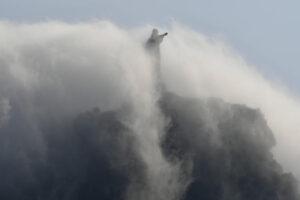 В Рио-де-Жанейро началась реставрация статуи Христа-Искупителя