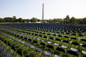 В Вашингтоне открыли временный мемориал жертвам COVID-19