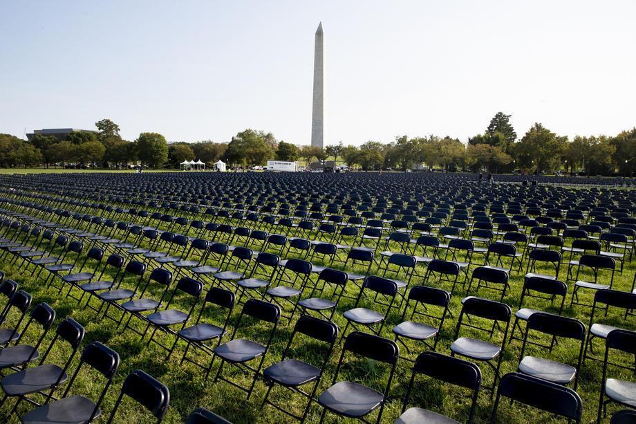 В Вашингтоне открыли временный мемориал жертвам COVID-19.Вокруг Света. Украина