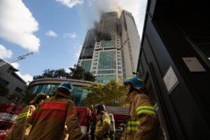 В Южной Корее вспыхнул 33-этажный дом