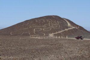 На плато Наска обнаружили новый геоглиф – 37-метровую кошку