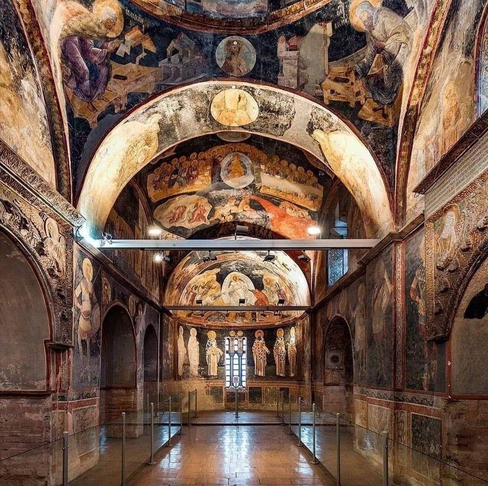 В Стамбуле закрыли христианские фрески гипсокартоном