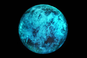 Спутник Юпитера Европа светится в темноте