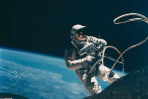 На аукцион Christie's выставили коллекцию раритетных снимков космоса
